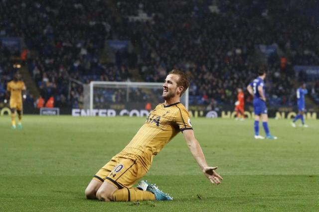Kane marca quatro vezes, assume artilharia do Campeonato Inglês e Tottenham vence Leicester Adrian Dennis/AFP