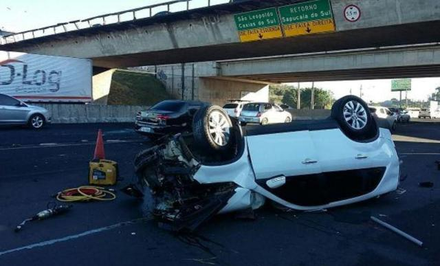 Motorista morre após carro cair de viaduto em Sapucaia do Sul Policia Rodoviaria Federal/Divulgação