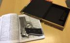 PF encontra arma escondida dentro de livro durante operação em Porto Alegre Polícia Federal / Divulgação/Divulgação