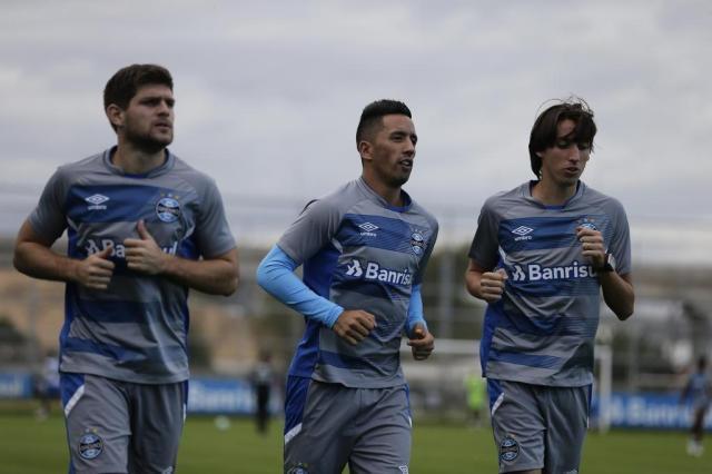 Titulares fazem apenas corridas e treino do Grêmio não dá pistas sobre time para domingo Félix Zucco a/Agencia RBS