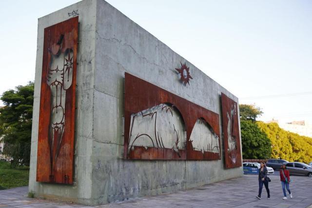 Painéis de Xico Stockinger em Porto Alegre correm risco de deterioração Robinson Estrásulas/Agencia RBS