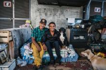 """VÍDEO: casal de moradores de rua monta """"casa"""" limpinha e arrumada embaixo de viaduto Omar Freitas/Agencia RBS"""