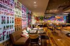 Reforma em restaurante com conceito despojado e móveis de grandes dimensões Omar Freitas/Agencia RBS