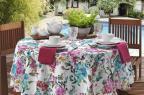 Estampa floral marca nova linha de mesa e almofadas Copa&Cia/Divulgação