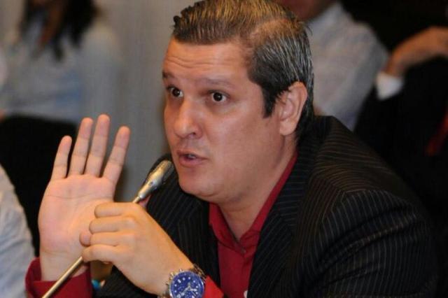 Quem é Daniel Posada, médico que se diz formado no Brasil denunciado por cirurgias plásticas malfeitas Gabinete Vereador Bernardo Guerra/Reprodução