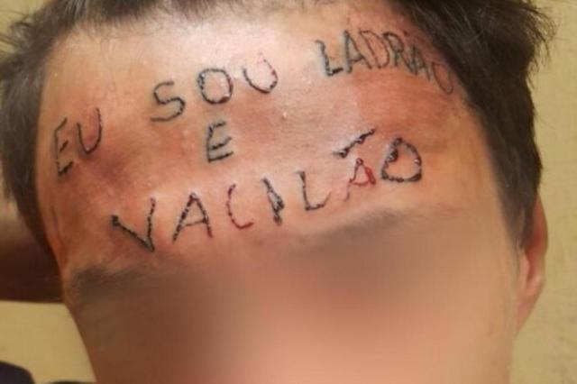 """Tatuador que escreveu """"ladrão e vacilão"""" na testa de adolescente é preso em São Paulo Reprodução/Youtube"""