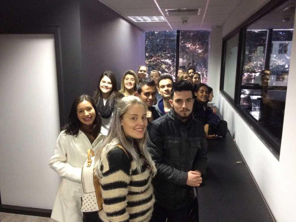 Alunos da Unisc visitam ZH e o novo estúdio da Rádio Atlântida (/)