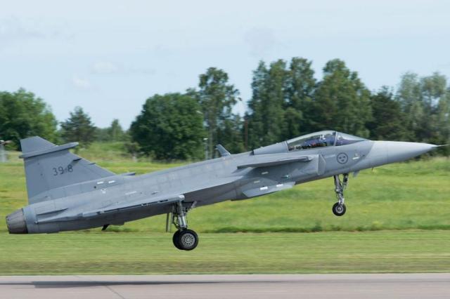 VÍDEO: novo caça da FAB faz primeiro voo de testes na Suécia Divulgação/Saab