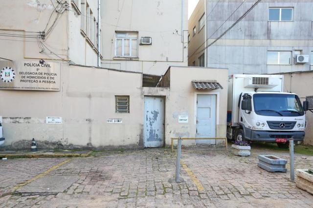 Mau cheiro no prédio do DML em Porto Alegre chama atenção André Feltes/Especial