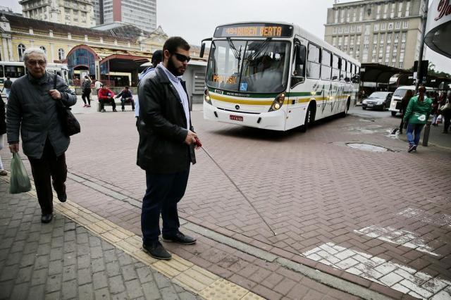 Os desafios de cegos e cadeirantes no centro de Porto Alegre Félix Zucco/Agencia RBS