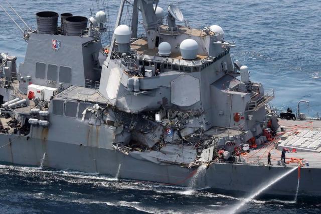 Sete marinheiros americanos estão desaparecidos desde choque de destróier com navio mercante AFP/JIJI PRESS