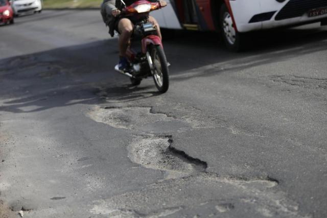 Recursos para tapar buracos foram liberados após negociação com empresas, afirma secretário Félix Zucco/Agencia RBS