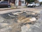 Vazamento de água abre buraco e prejudica circulação de veículos na zona norte de Porto Alegre Marina Pagno/Agencia RBS