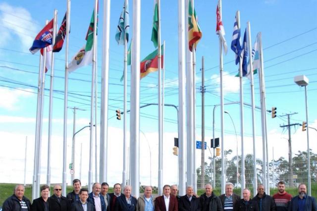 Após acesso ao Gauchão, São Luiz e Avenida têm bandeiras hasteadas na Federação Gaúcha de Futebol Evaldir G. do Canto/Revista Goool/Divulgação