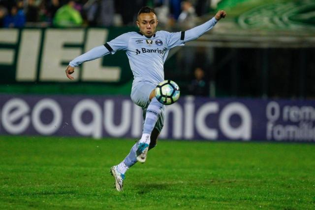 Maicon vai para a reserva e Grêmio terá Everton no ataque contra o Cruzeiro LUCAS UEBEL/Gremio.net