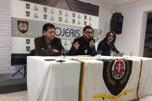 Associação de oficiais de Justiça diz que decisão de deter deputado durante desocupação foi da BM Anderson Aires/Agência RBS