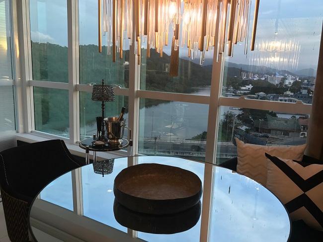 Casa Cor Balneário Camboriú tem o rio como cenário de fundo Eleone Prestes / Studio Prestes/Studio Prestes