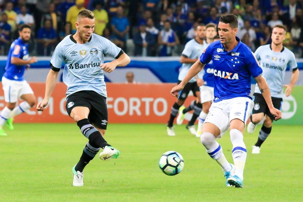 Os números indicam que o Grêmio tem um facilitador no meio-campo Dudu Macedo/Fotoarena/Lancepress