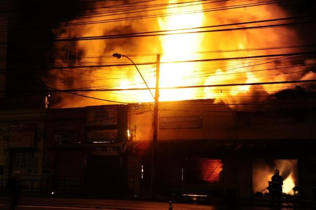 Polícia Civil analisa imagens de câmeras da EPTC para descobrir se incêndio na Azenha foi criminoso Ronaldo Bernardi/Agencia RBS