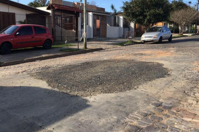 Após denúncia no Pelas Ruas, buraco causado por vazamento de água é consertado Marina Pagno/Rádio Gaúcha