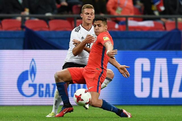PSG oferece dois jogadores para convencer Arsenal a liberar Sánchez FRANCK FIFE/AFP/AFP