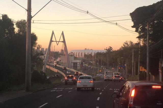 Avenida da Legalidade e Túnel da Conceição têm trânsito lento. Acompanhe Marina Pagno/Rádio Gaúcha