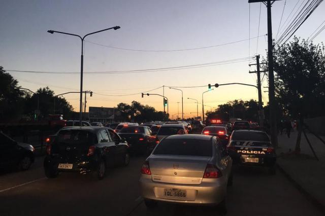 Após manifestação, Mauá tem trânsito lento. Acompanhe Marina Pagno/Rádio Gaúcha