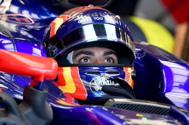 Red Bull diz que irá considerar ofertas de rivais por Carlos Sainz  ANDREJ ISAKOVIC/AFP