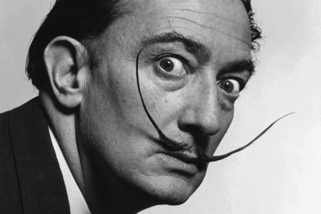 Vinte e oito anos após sua morte, Salvador Dalí sai do túmulo com bigode intacto Reprodução/Reprodução