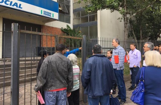 Após vazamento de água, atendimentos em posto de saúde e agência do INSS são normalizados Paulo Rocha/Agencia RBS