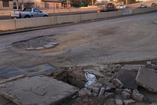 Mesmo após consertos, buracos continuam provocando transtornos no Humaitá Alexandre Santos/Arquivo pessoal