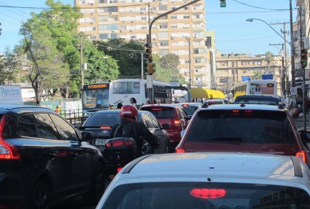 Trânsito é lento em diversos pontos de Porto Alegre Felipe Daroit / Agência RBS/Agência RBS