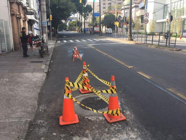 Após denúncia do Pelas Ruas, bueiro é tampado na Independência Felipe Daroit / Agência RBS/Agência RBS