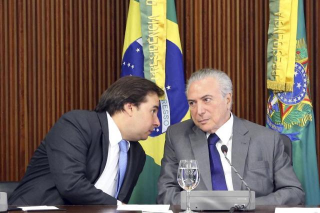 Moraes dá 10 dias para Maia explicar por que não analisou pedidos de impeachment contra Temer Antonio Cruz/Agência Brasil