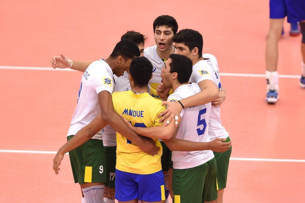 Seleção brasileira avança à semifinal do Mundial de Vôlei