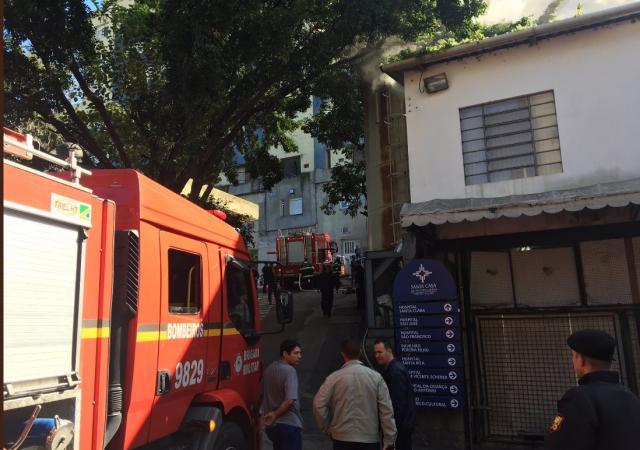 Incêndio atinge setor do Complexo Hospitalar Santa Casa Lucas Abati / Agência RBS/Agência RBS