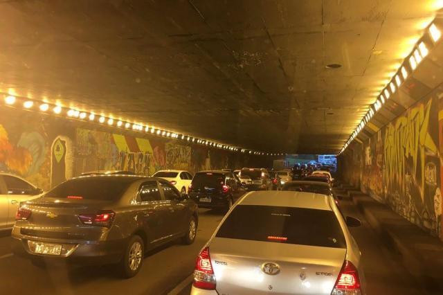 Avenida da Legalidade tem congestionamento neste final de tarde. Acompanhe Marina Pagno/Agência RBS