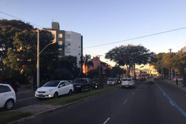 Trânsito lento na saída da Capital pelo Túnel da Conceição e pela Legalidade. Acompanhe Marina Pagno/Agencia RBS