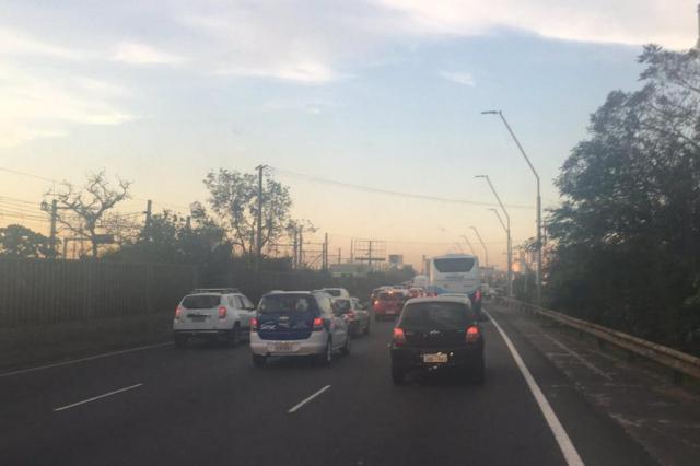 Trânsito tem congestionamento nas proximidades da Rodoviária. Acompanhe Marina Pagno/Agência RBS