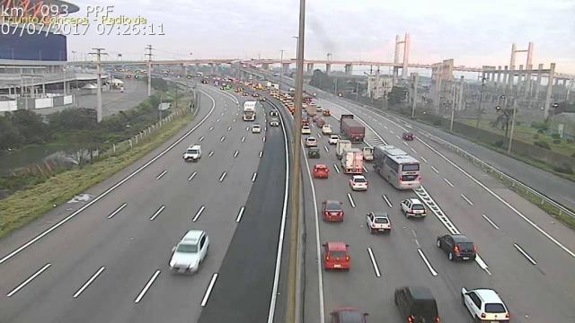 Avenida da Legalidade tem trânsito lento na chegada a Porto Alegre Triunfo Concepa / Reprodução/Reprodução