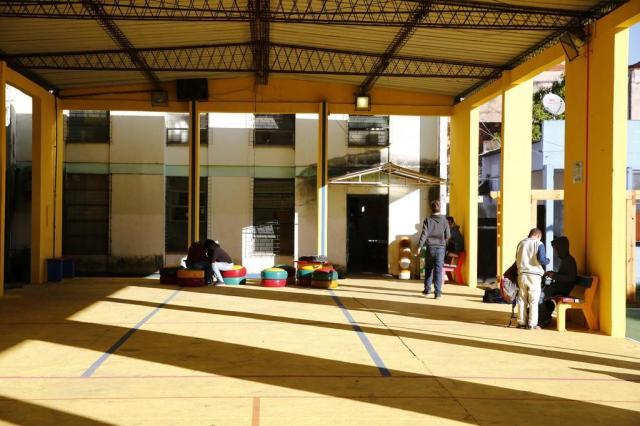 Grupo de voluntários transforma escola pública na zona norte de Porto Alegre Robinson Estrásulas/Agencia RBS