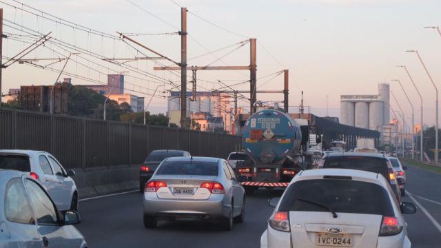 Chegada a Porto Alegre pela Avenida da Legalidade tem trânsito lento Felipe Daroit / Agência RBS/Agência RBS