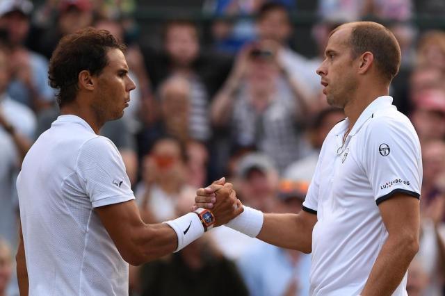 Em jogo emocionante, Nadal é derrotado no quinto set por 15/13 e está eliminado de Wimbledon Glyn KIRK/AFP
