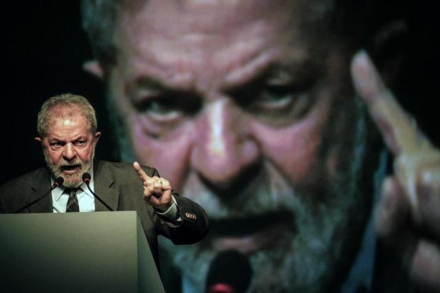 Lula será preso? Ficará inelegível? Veja respostas sobre o caso YASUYOSHI CHIBA/AFP