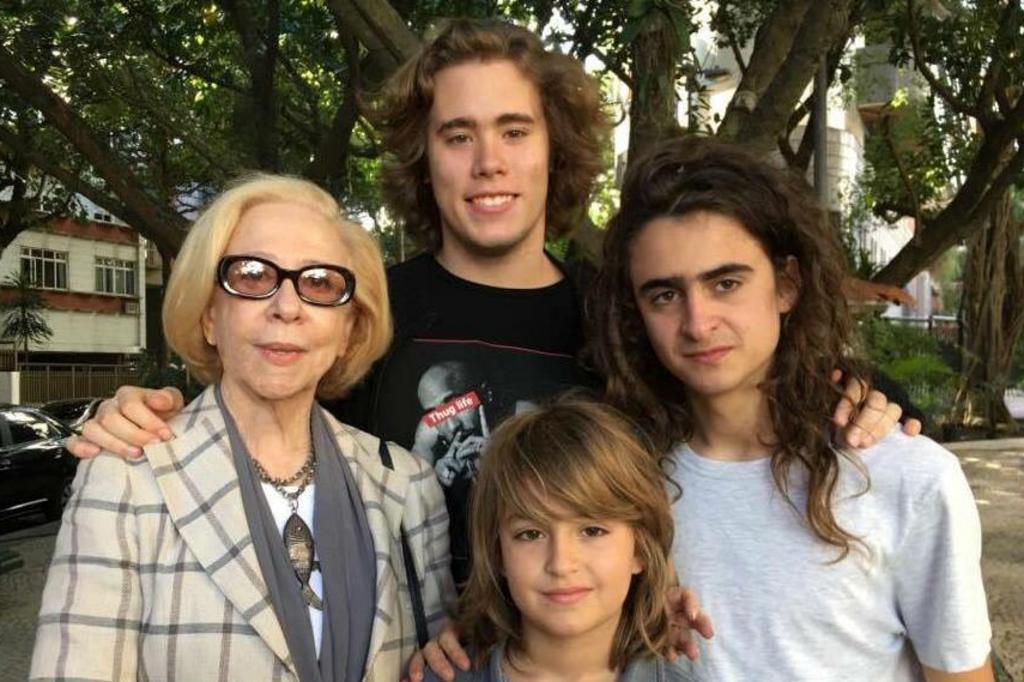 Neto de Fernanda Montenegro é comparado com ator de Harry Potter em foto da atriz Facebook/Reprodução