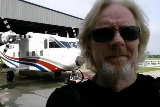 """Narrador de """"The Walking Dead"""" morre após salto de paraquedas Twitter/Reprodução"""