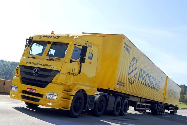 Mercedes-Benz produz caminhões blindados para transporte de cargas especiais Mercedes-Benz, DV/