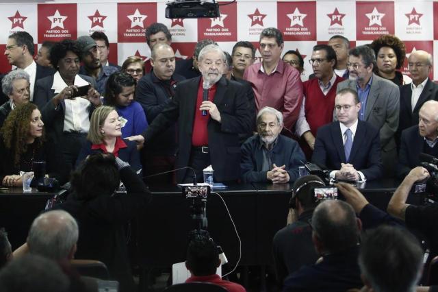 """""""Quem acha que é o fim do Lula, vai quebrar a cara"""", diz ex-presidente após ser condenado por Moro Miguel SCHINCARIOL/AFP"""