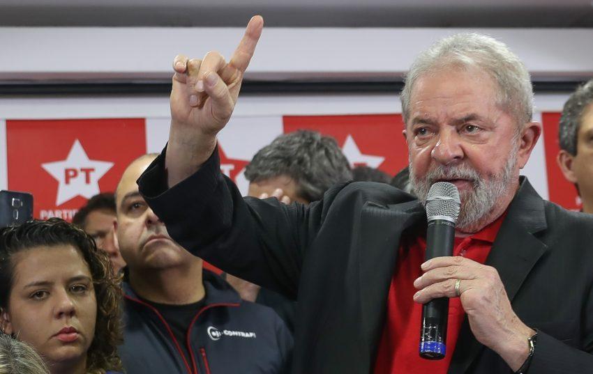 PM dispara tiros para apartar confusão durante visita de Lula a Salvador