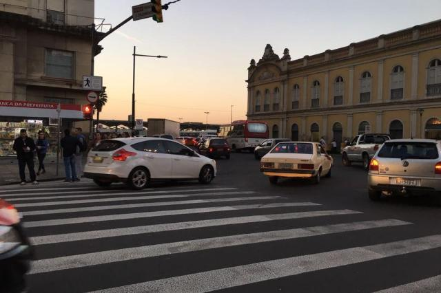Final de tarde tem trânsito intenso no Centro Histórico. Acompanhe Marina Pagno/Agencia RBS